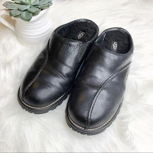 UGG 5348 Midtown Black Leather Sheepskin Clogs 8